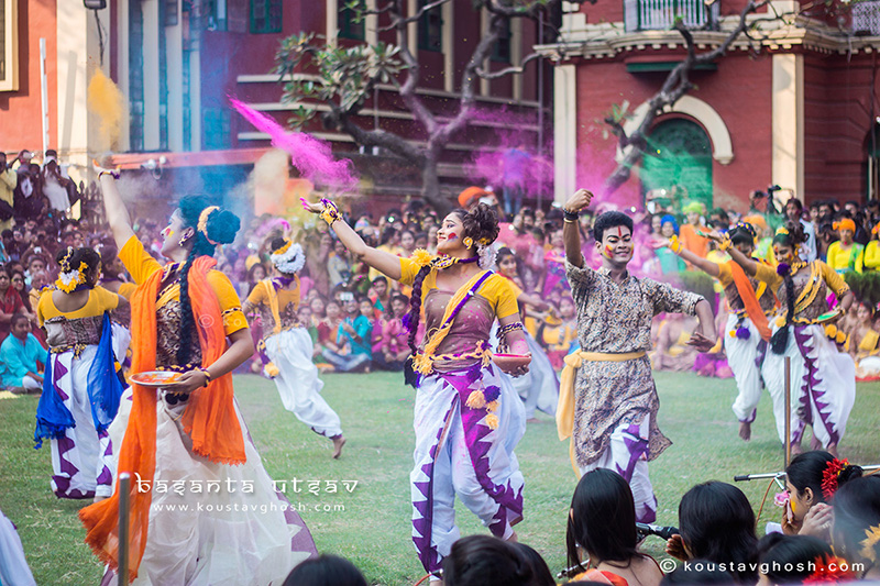 Students performing during Basanta Utsav at Jorasanko Thakurbari